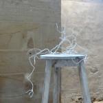 """""""Avec une proximité vertigineuse"""" (Hommage à Santiago Ramon y Cajal), 2019. Acrylique sur papier mâché sur fil de fer et métal rouillé. 101 x 86 x 50 cm"""